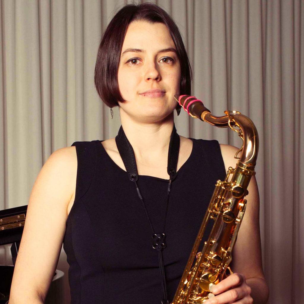 NADINE WINZIERS - Saxophon